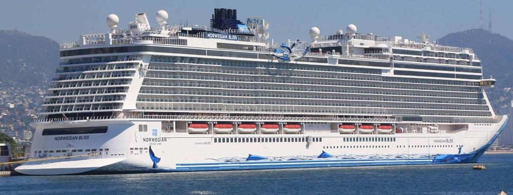 Arriba buque con 3.7 mil turistas a Acapulco