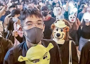 Policía mantiene represión contra manifestantes en Hong Kong 5