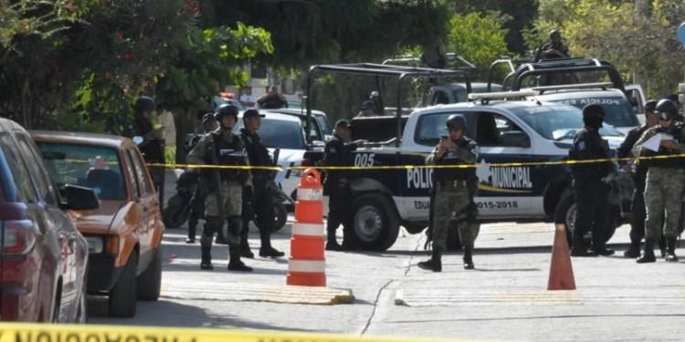 Comando balea la fachada del Ayuntamiento de Zumpango, Guerrero 1