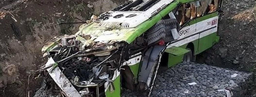 Camión cae a un barranco y mueren 19 personas en Filipinas