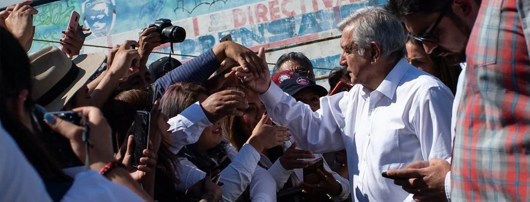 """""""Mejor un tambor, una flauta, que un arma"""", asegura Andrés Manuel"""
