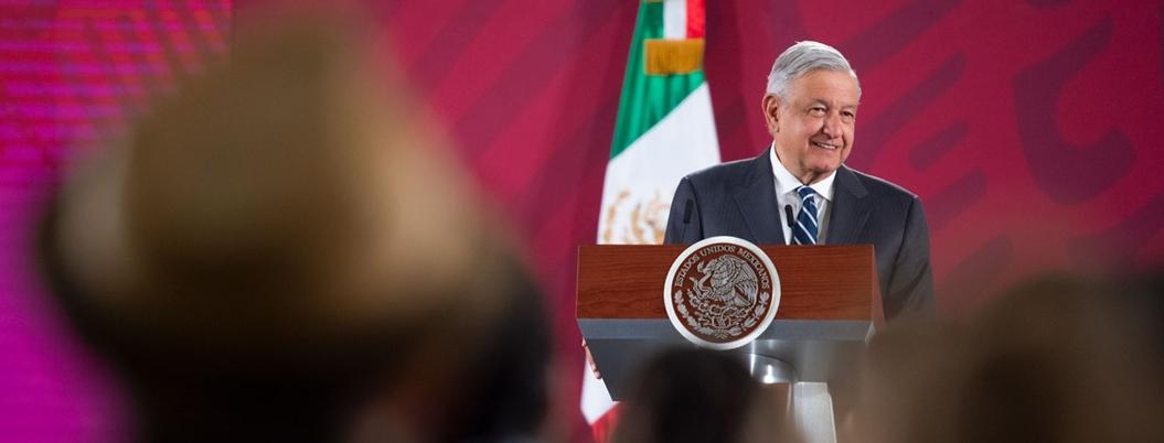 Obrador acusa a empresarios disfrazados por daño a México