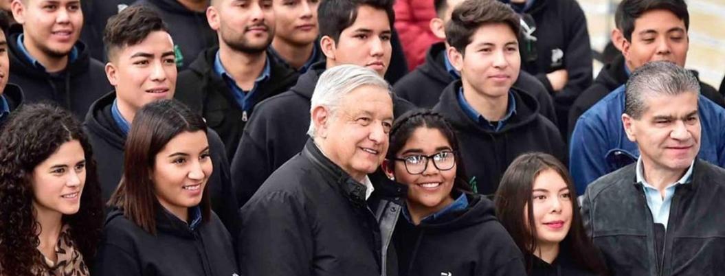 AMLO presume programa de becas para jóvenes en Nuevo León