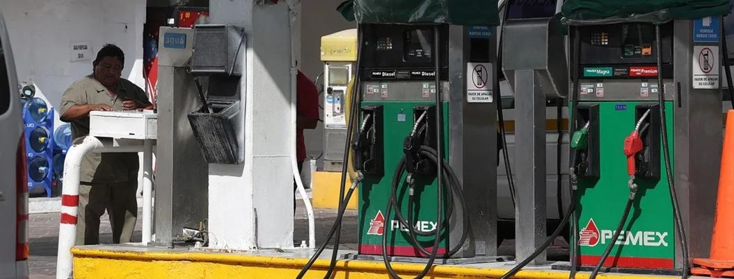 AMLO pide a empresarios no vender gasolina en más de 17 pesos