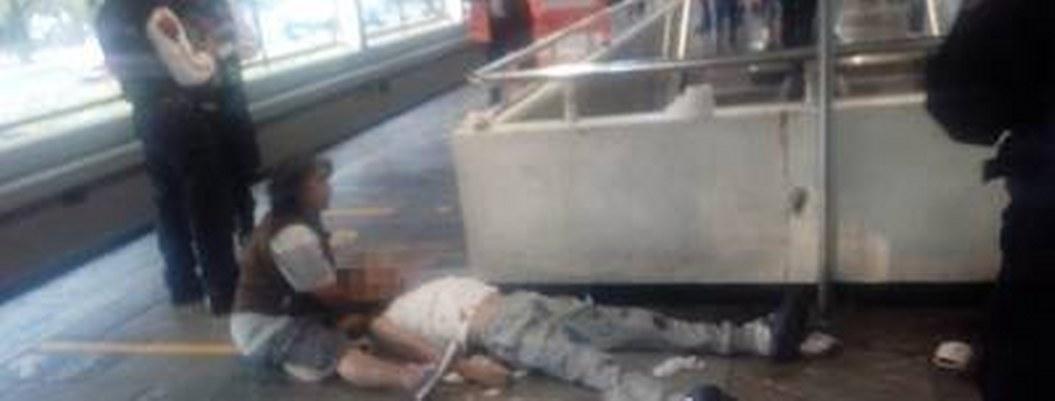 Tras vomitar sangre, hombre fallece en el Metro de la CDMX