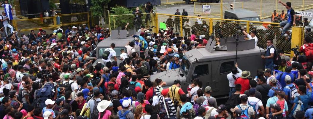 Migrantes planean portazo o huelga de hambre para entrar a México
