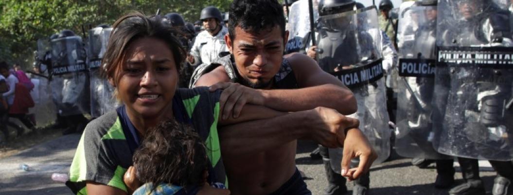 GN impone orden a migrantes al estilo 4T: con gas lacrimógeno