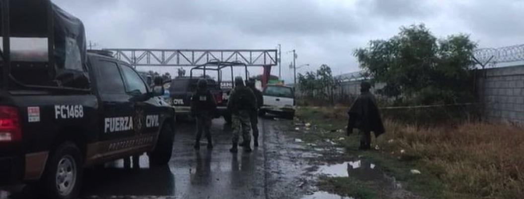 Encuentran restos humanos en camioneta frente a penal de Apodaca