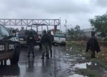 Encuentran restos humanos en camioneta frente a penal de Apodaca 2