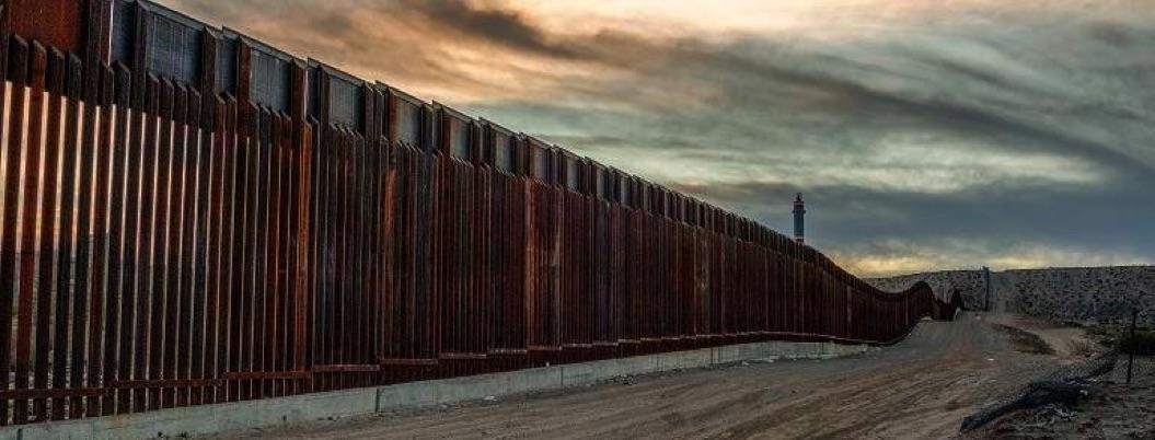 EU firma T-MEC pero pide al Pentágono dinero para construir muro