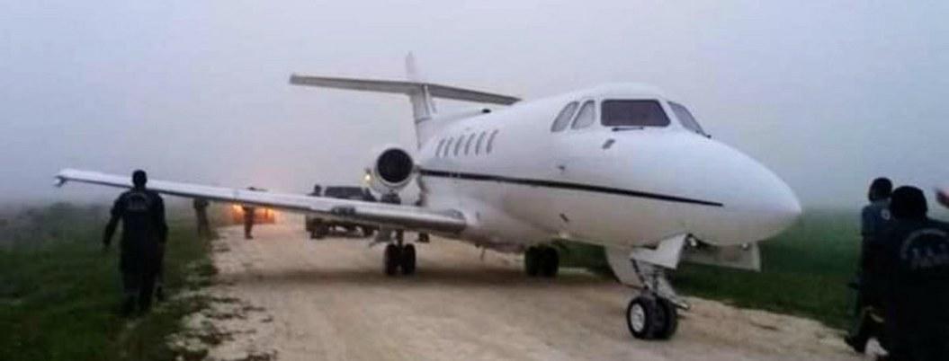 Narcos aterrizan avioneta con drogas y se enfrentan con militares