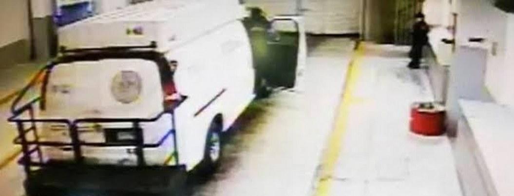 VIDEO  En una camioneta custodios sacaron a reos del Reclusorio Sur