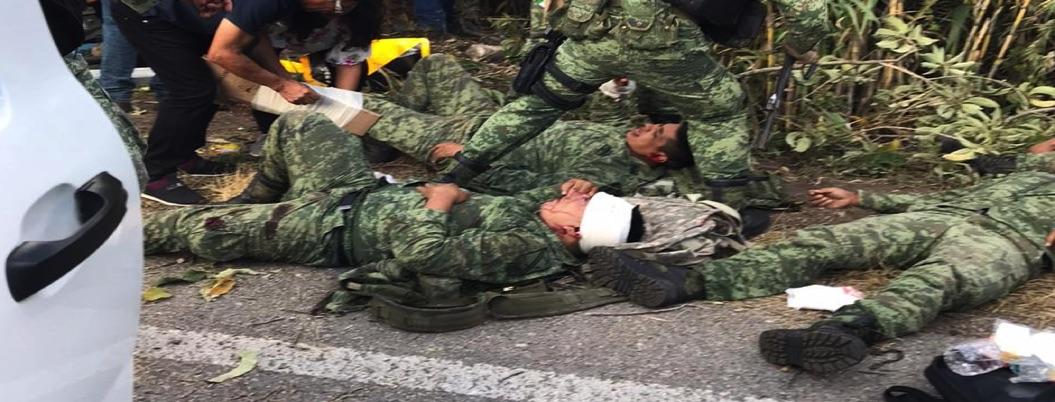 Vuelca camión de la Guardia Nacional; hay tres muertos y 35 heridos