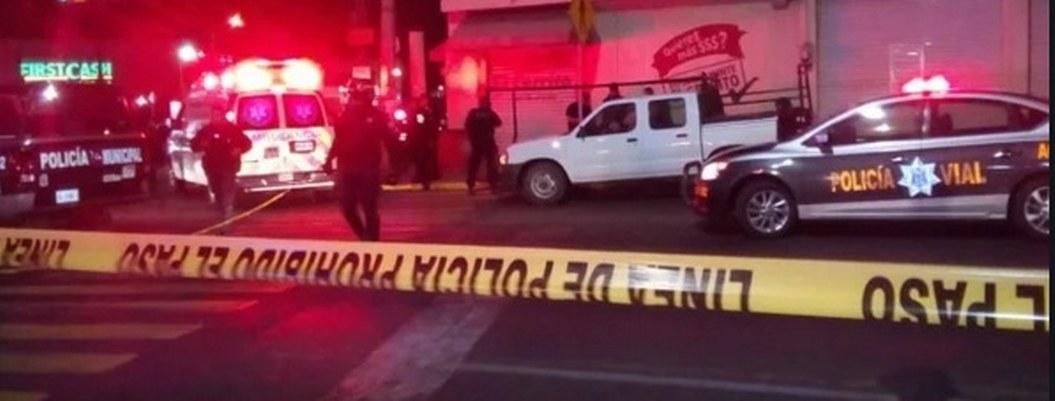 Mujer robó el fusil de un policía y disparó contra civiles