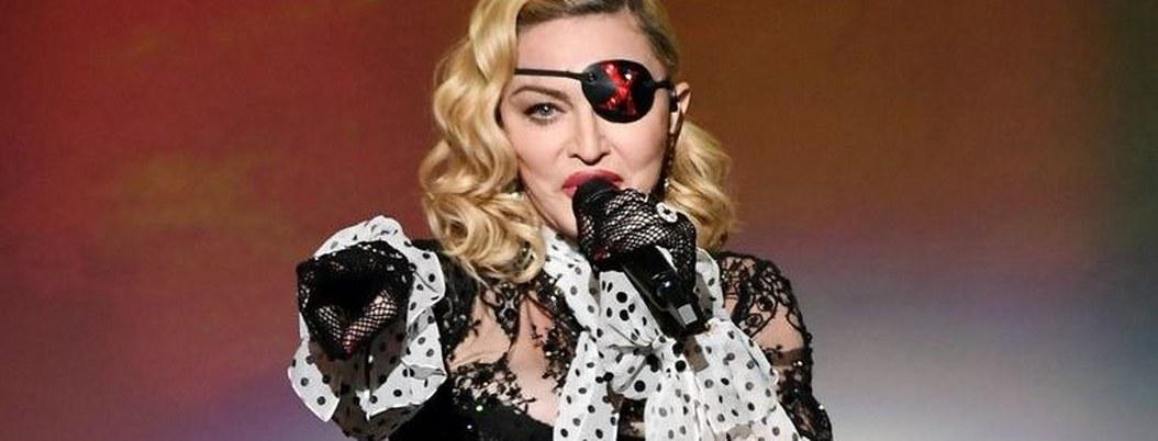 Madonna tuvo que terminar concierto con bastón gracias a lesión