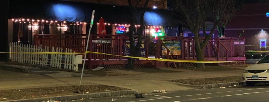 Tiroteo en centro nocturno de Connecticut deja 1 muerto y 4 heridos