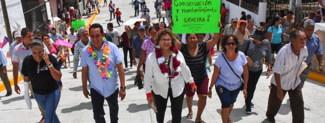 Se promueve Adela Román inaugurando obras sociales en Acapulco