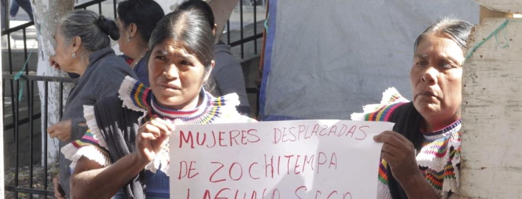 Indígenas de Chilapa realizan ofrenda por mujeres asesinadas