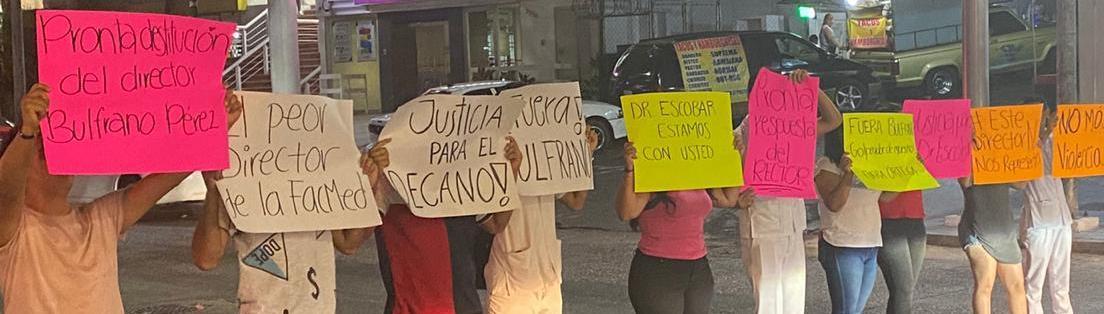 Protestan contra director de la UAGro por agredir a profesor
