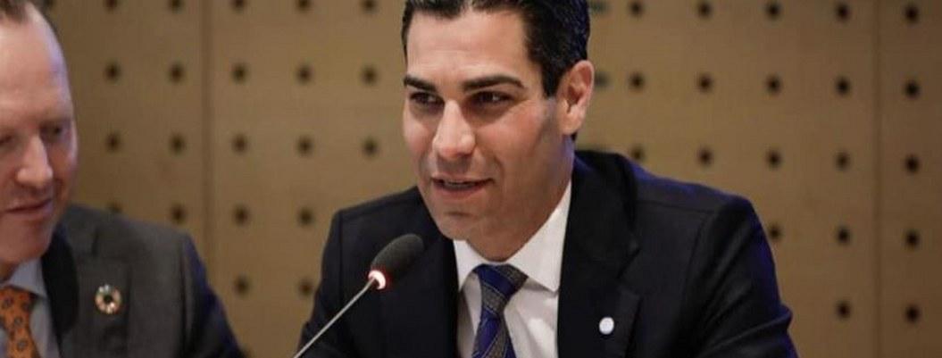 Alcalde de Miami da positivo a coronavirus