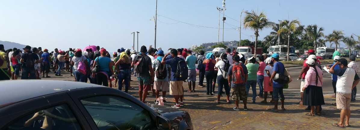 Comerciantes de playa bloquean la costera; piden apoyo por Covid-19