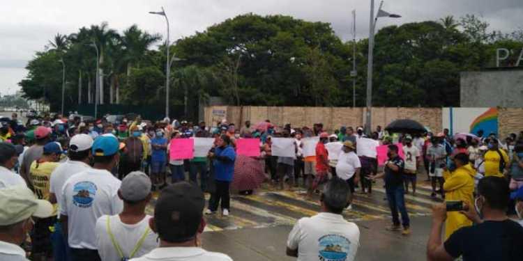 Acapulco despierta otra vez con bloqueos de turisteros 1