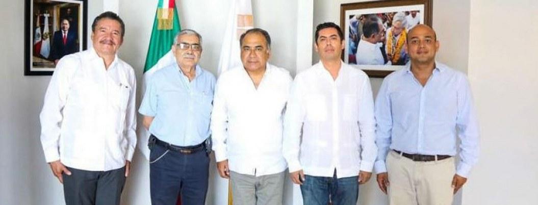 Rodolfo Monreal (izquierda) al ser nombrado subsecretario de Desarrollo Urbano por Astudillo.