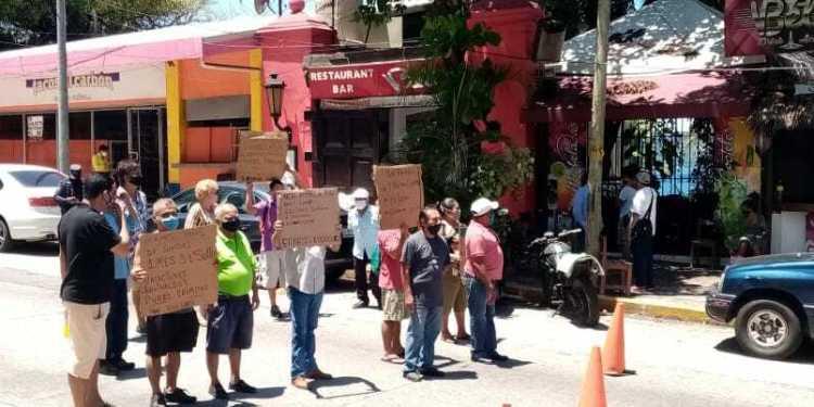Bloquean la Costera en Acapulco; exigen pago de prestaciones 1