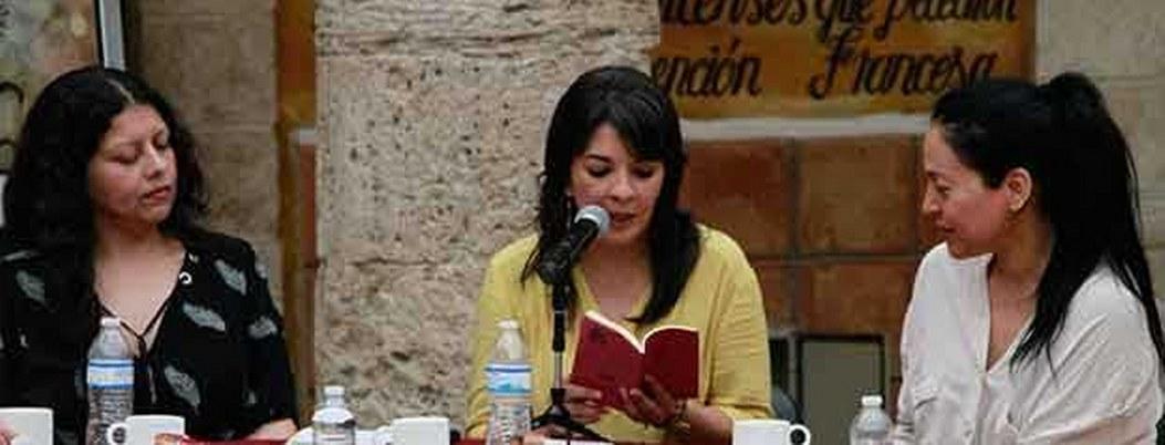 Las redes sociales no son poesía, ni el culto así mismo: Claudia Berrueto