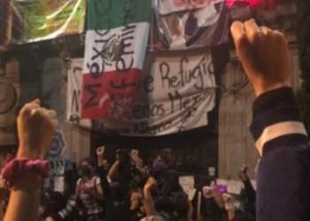 Mujeres dan 'antigrita' desde la sede tomada de la CNDH en CDMX 10