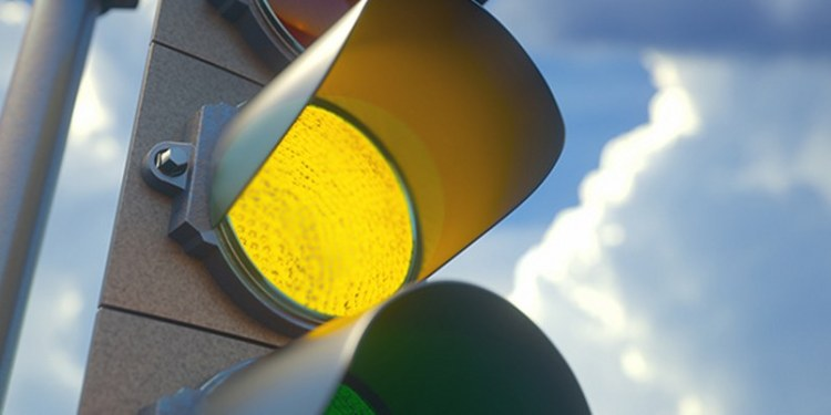 semaforo amarillo