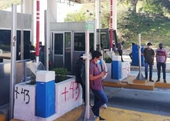 Normalistas toman caseta en Chilpancingo para cubrir gastos de rural en Guerrero 10