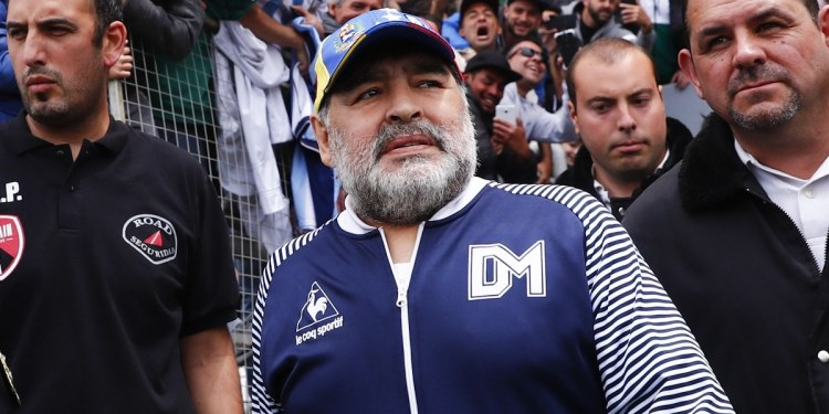 Enfermero asegura que tenía órdenes de no despertar a Maradona 1