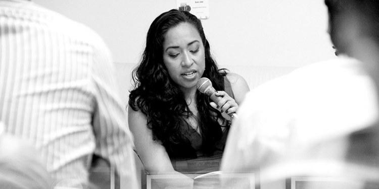 La poesía, un objeto donde las leyes de la ciencia no funcionan: Beatriz Pérez Pereda 1