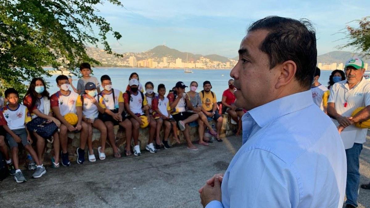 Javier Solorio, apoyo al deporte y la infancia en Acapulco.