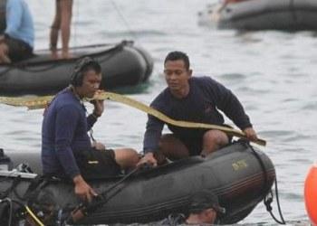 Encuentran cajas negras del avión que cayó en el mar de Indonesia 5