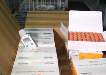 Chile dona 20 mil dosis de vacuna Sinovac a personal sanitario en Ecuador 2