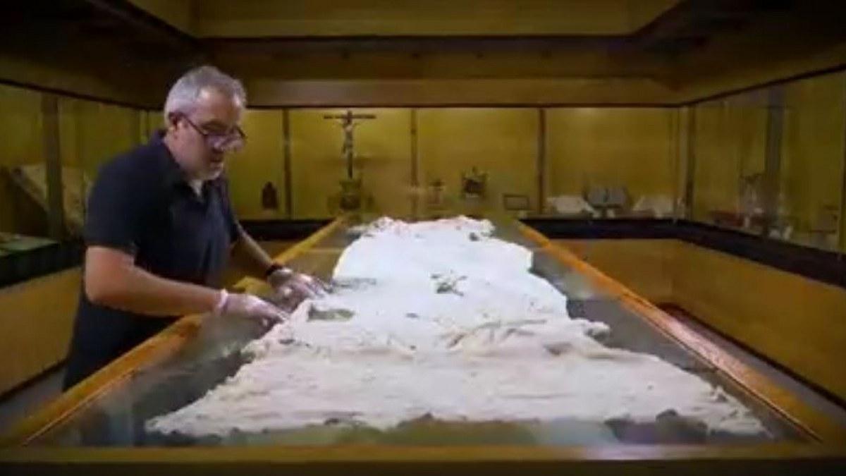 Museo en España exhibe el mantel de la Última Cena de Jesús y sus discípulos 2