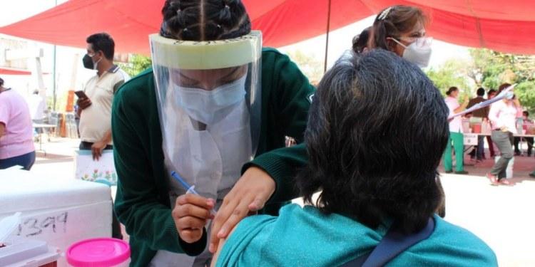 """Vacunan a dos hombres disfrazados de """"abuelitos"""" en alcaldía Coyoacán 1"""