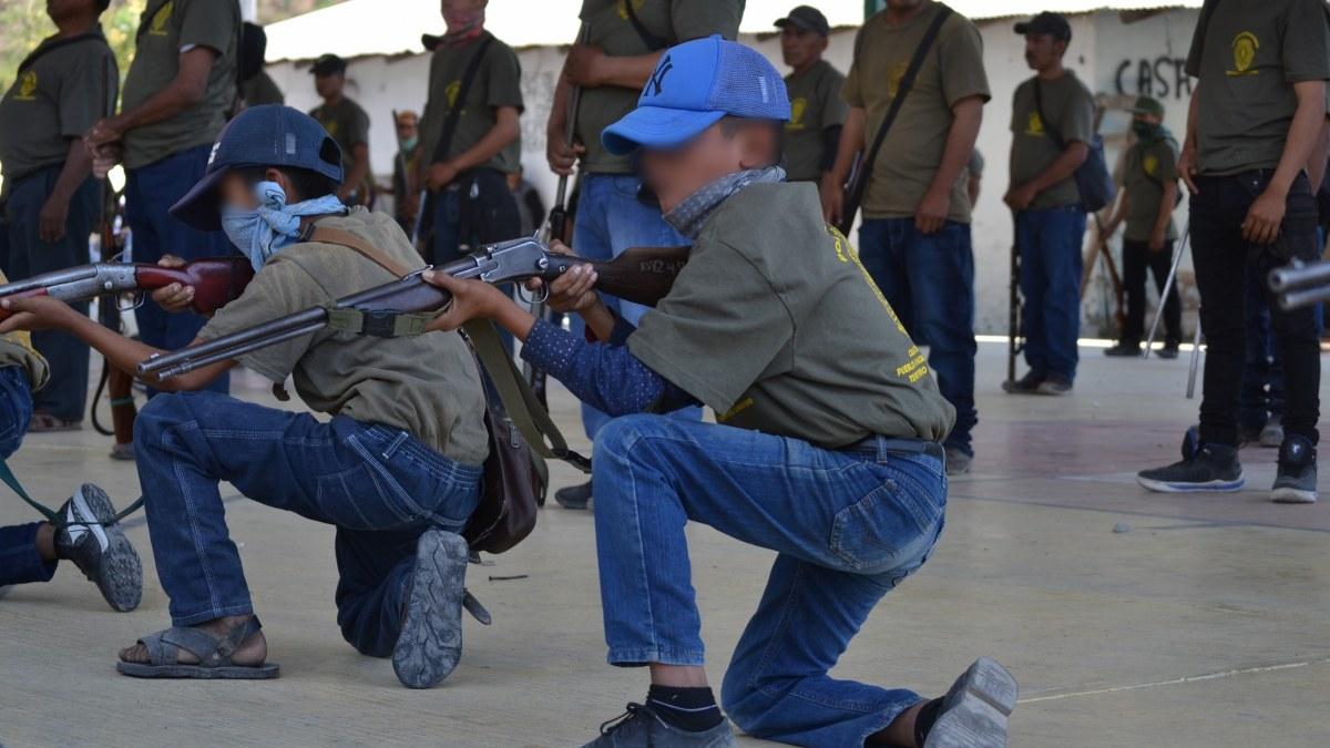 Guerrero: los niños armados de la Montaña; los preparan para enfrentar criminales   Fotos 7