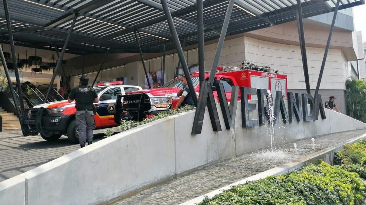 Arde restaurante en plaza Averanda de Cuernavaca 1