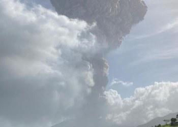 Entra en erupción volcán La Soufriere en San Vicente; ordenan evacuar la isla 10