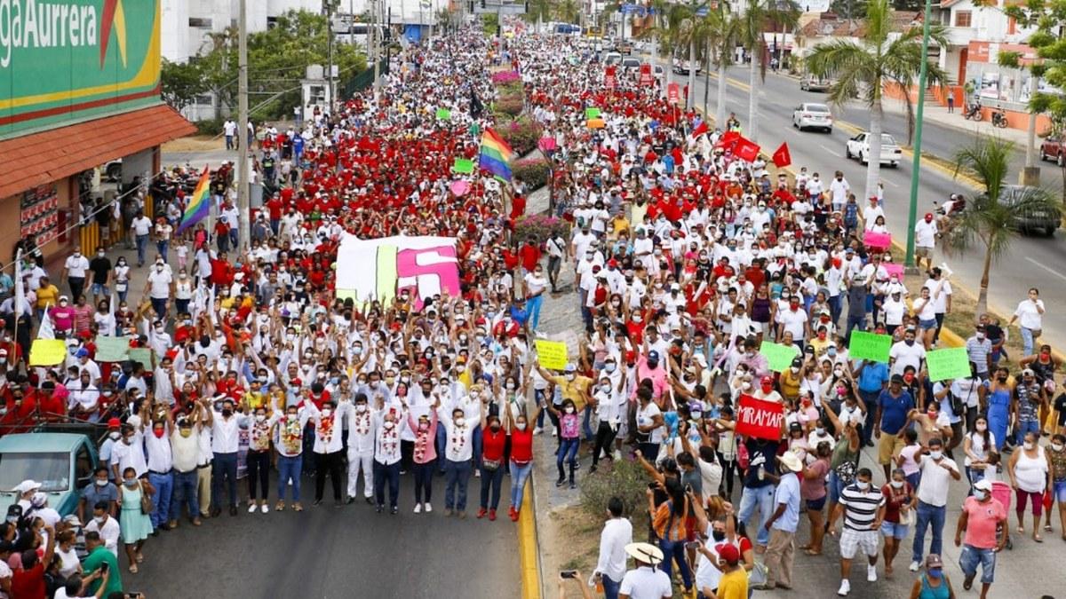 En Zihuatanejo un mar de gente salió a dar su apoyo a Mario Moreno y Jorge Sánchez 2