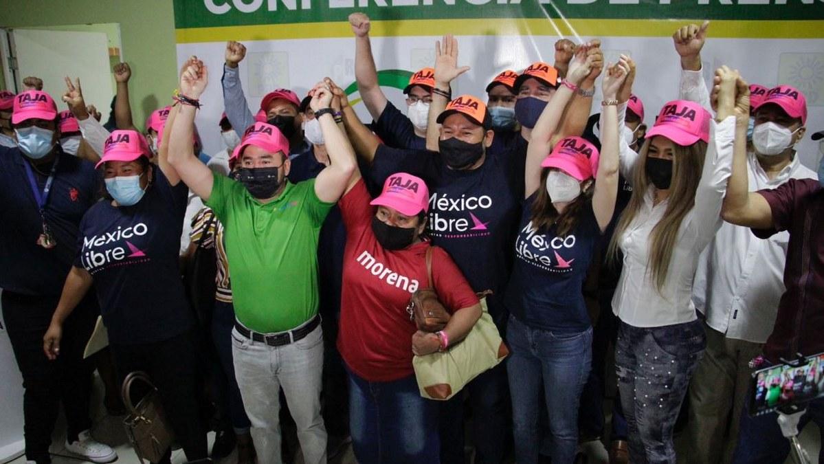 Militantes de México Libre, Morena y RSP, alzan la mano a Ricardo Taja 1