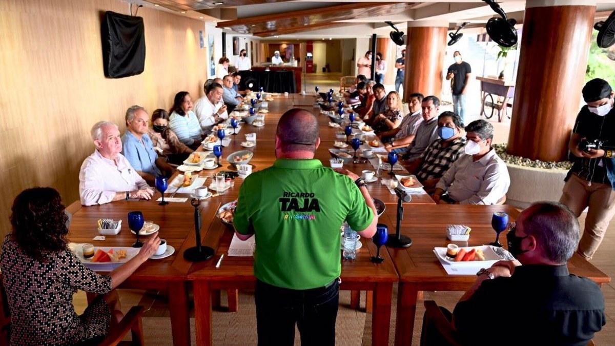 Ricardo Taja presenta a hoteleros sus propuestas; AHETA lo respalda 1