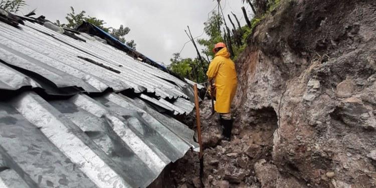 """""""Dolores"""" deslava un cerro y colapsa una vivienda en Zumpango; hay 10 damnificados 1"""