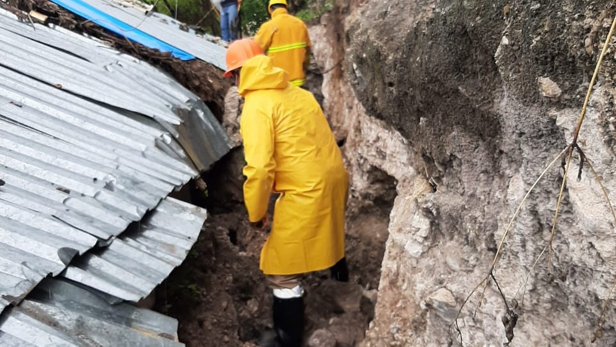 """""""Dolores"""" deslava un cerro y colapsa una vivienda en Zumpango; hay 10 damnificados 2"""