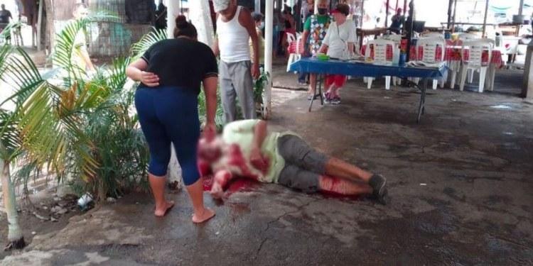 Balean a dos hombres en el mercado de Ciudad Renacimiento, en Acapulco 1
