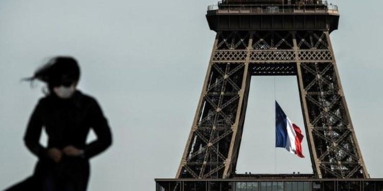 Francia le dice adiós al cubrebocas obligatorio al aire libre a partir de mañana 1