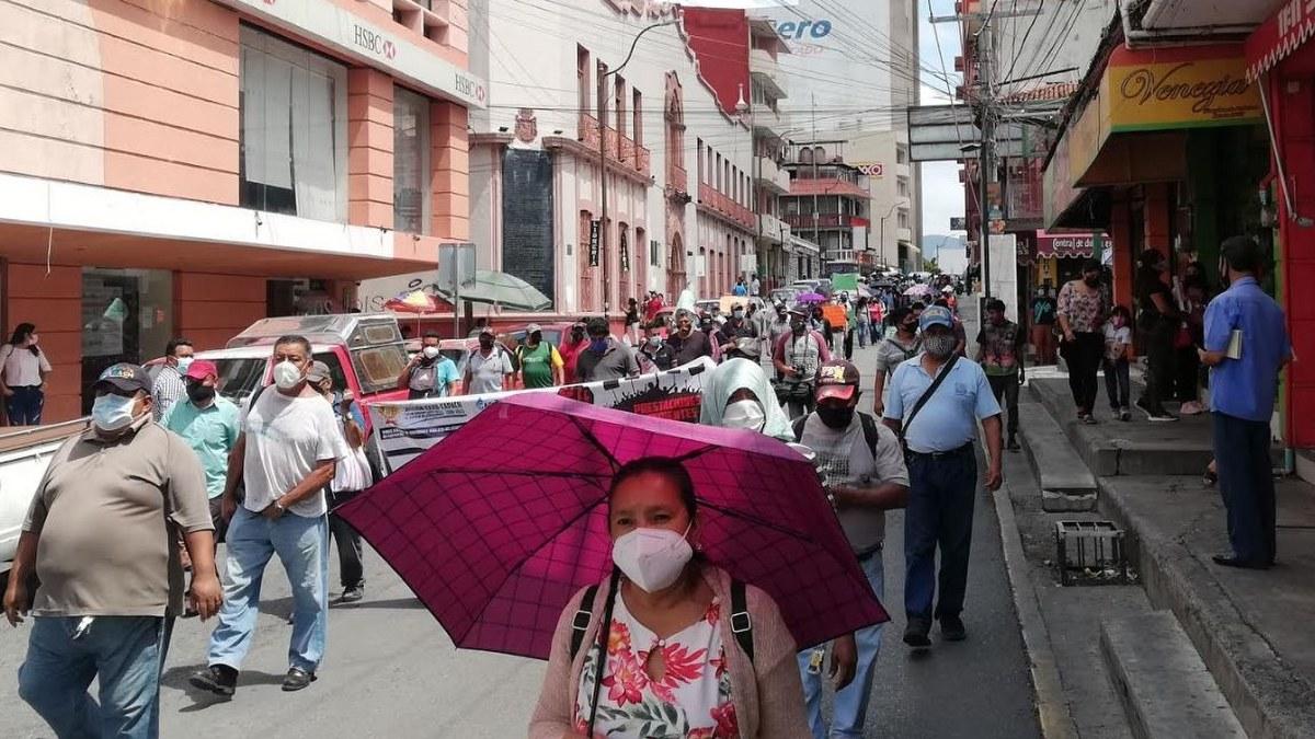 Empleados marchan contra el director de la Capach y Toño Gaspar 1